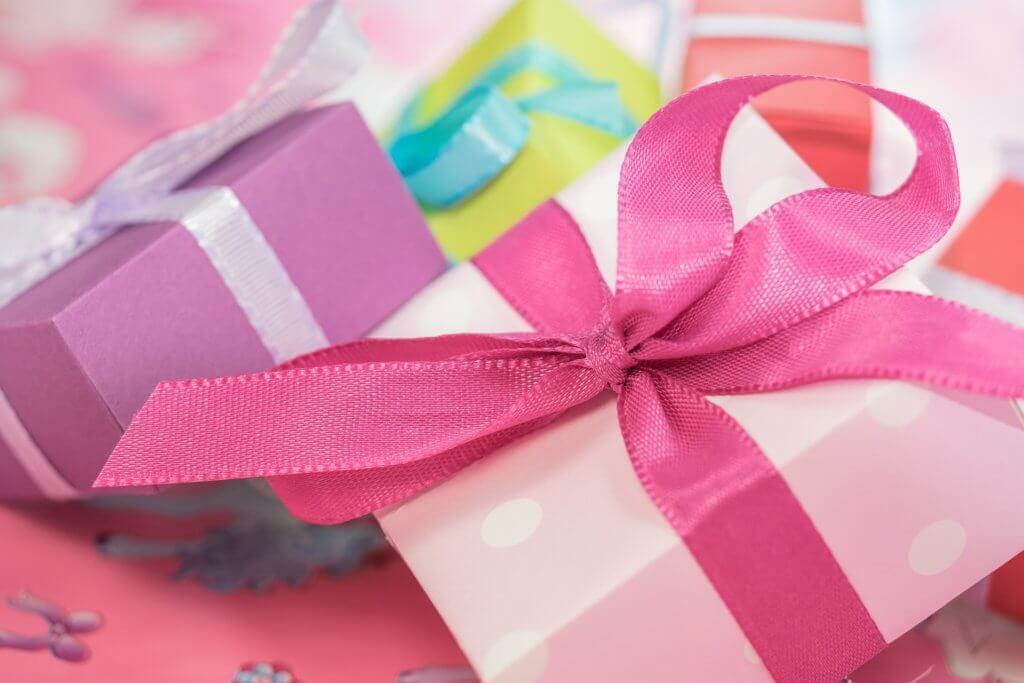 Erfahre durch uns, welche genialen Strategien es gibt, Goodies gewinnbringend einzusetzen! Klick auf dieses Geschenke-Bild!
