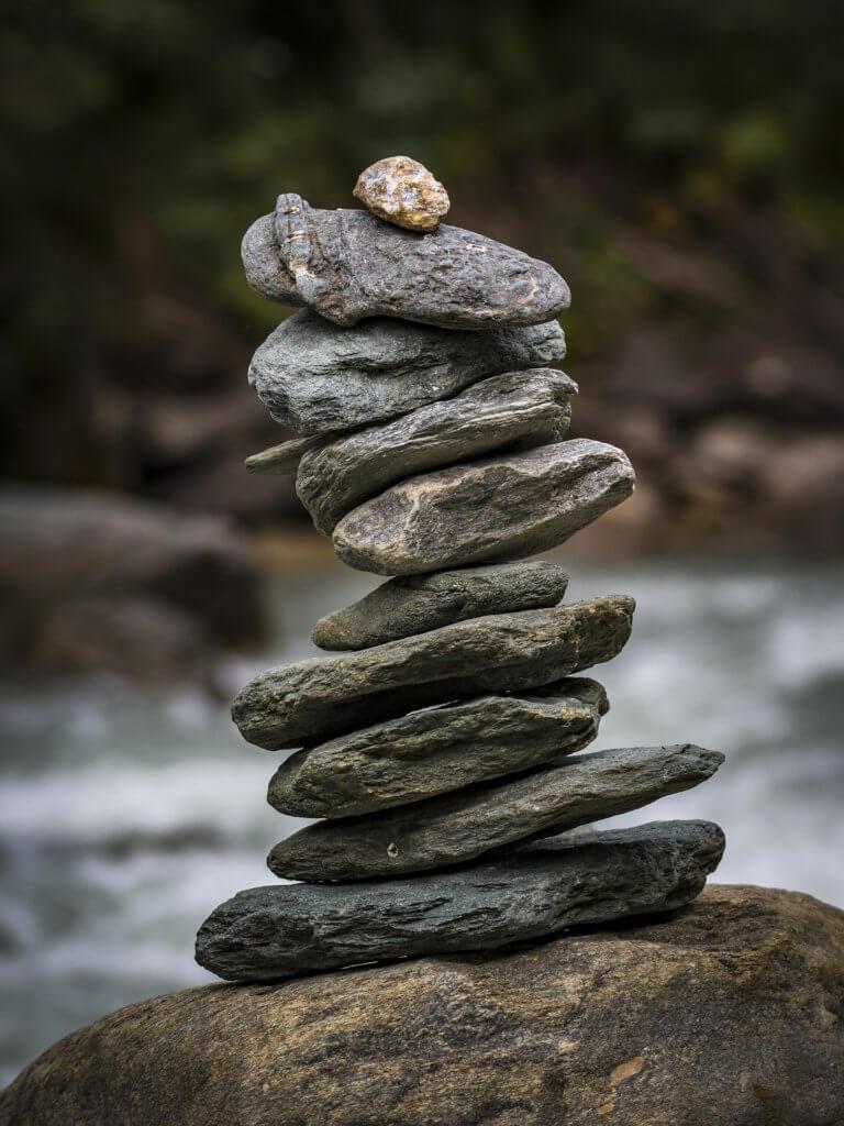 innere Mitte - Steine aufeinander gestapelt